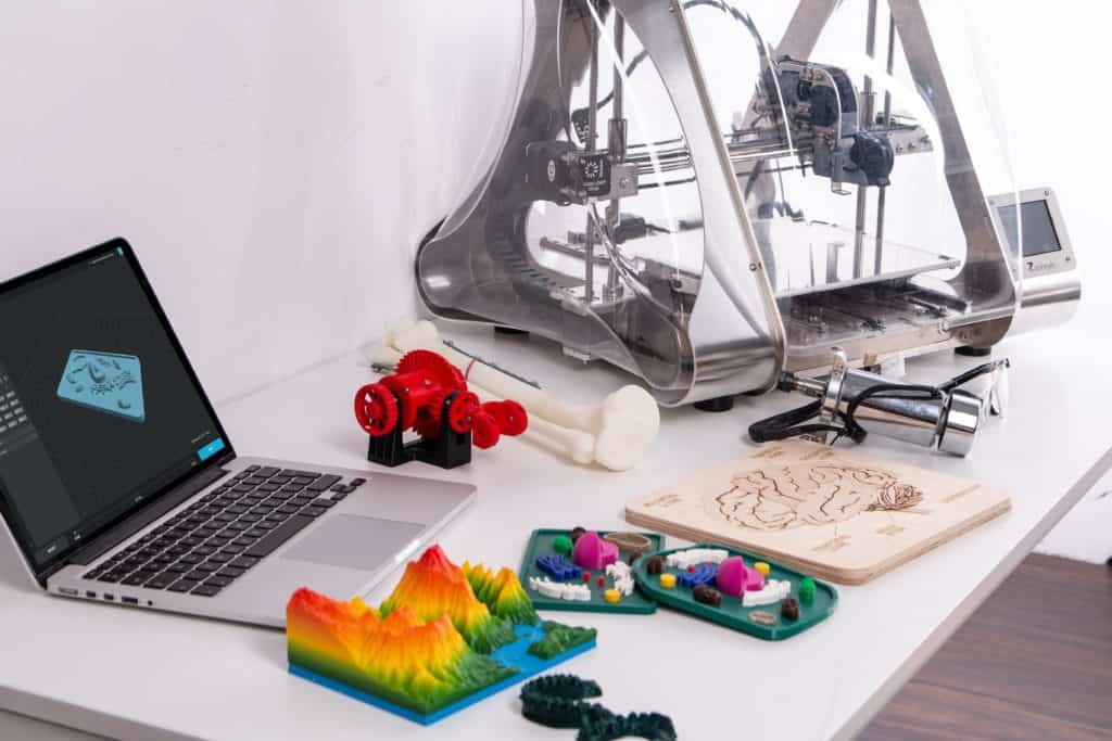 3d printer and laptop